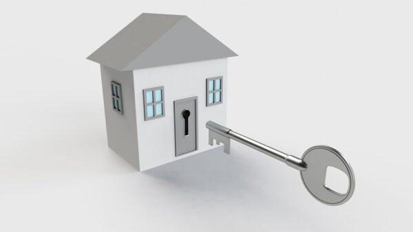 Llaves que permiten la entrega de casa, al comprador que ha elegido a través de tu software inmobiliario.