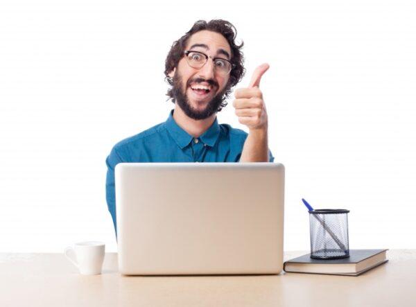 agente inmobiliario usa datos de la web para asignar precio a una propiedad