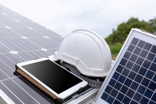 los paneles solares dentro de las 10 tecnologías verdes para iluminación en casa