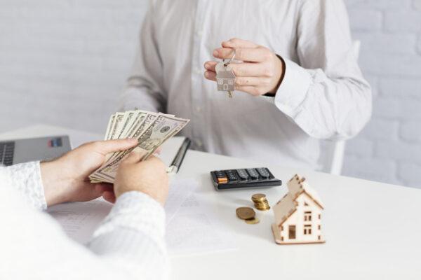 Pago de comisión por venta de casas